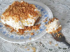 A dreamy combination! Pineapple Dream is an easy dessert using pineapple, cream cheese, graham crackers, and whipped cream or Cool Whip. So delicious! Graham Crackers, Graham Cracker Dessert, Easy Desserts, Dessert Recipes, Cajun Desserts, Cool Whip Desserts, Sweet Desserts, Biscuits Graham, Dessert Parfait