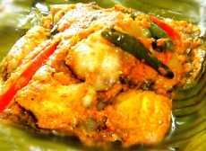 Pepes of chiken Malay Food, Indonesian Cuisine, Indonesian Recipes, Steam Recipes, Bali, Fish Curry, Malaysian Food, Fusion Food, Food Goals