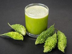 Bitter gourd or bitter melon (karela) juice is the best natural medicine for diabetes. Diabetic Smoothies, Smoothie Recipes, Raspberry Smoothie, Fruit Smoothies, Juice For Diabetes, Best Juicing Recipes, Juice Recipes, Vitamix Recipes, Diabetic Recipes