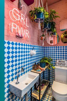 Deco Restaurant, Restaurant Interior Design, Cafe Interior, Blue Bathroom Decor, Bathroom Design Small, Bathroom Interior, Colorful Bathroom, Cafe Design, House Design