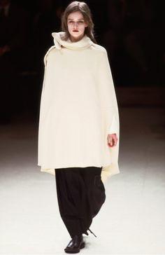 Yohji Yamamoto, Autumn/Winter Ready to Wear Minimal Fashion, White Fashion, Fashion Art, Runway Fashion, Fashion Trends, Yoji Yamamoto, Japanese Fashion Designers, Margiela, Mode Style
