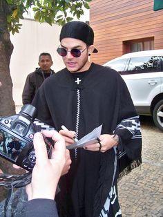 09/14/15 Adam Lambert with fans in São Paulo, Brazil