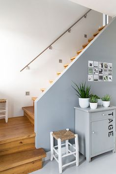 Binnenkijker VT wonen bij Martine Vianen ( Via Martine) Villa Halls, Hallway Inspiration, House Stairs, Interior Garden, Open Trap, Hallway Decorating, Interior Design Living Room, Home And Living, Decoration