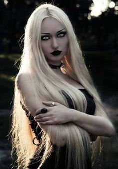 I don't usually like goths with blonde hair, but I love her makeup and contacts.