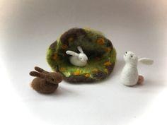 Easter Bunny – Frühling Höhle Hase Ostern.Jahreszeitentisch.Filz – a unique product by Filz-Art on DaWanda
