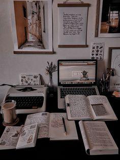 Study Areas, Study Space, Study Desk, Book Study, Study Notes, School Organization Notes, Study Organization, Study Board, Study Room Decor
