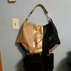 Color block handbag Adorable handbag in perfect condition, with black, tan, and gold color. Not branded. Bags Satchels