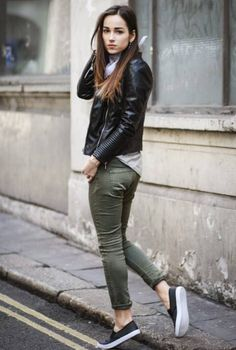 High-waist blue jeans, a flaccid internet crm, a protracted cardigan and slip-on sneakers make your perfect attractive and casual outfit. slip on sneakers outfit summer casual Mode Outfits, Casual Outfits, Fashion Outfits, Smart Casual Winter Outfits, Sneakers Fashion, Outfits Pantalon Verde, Green Skinnies, Green Jeans Outfit, Leather Jacket Outfits