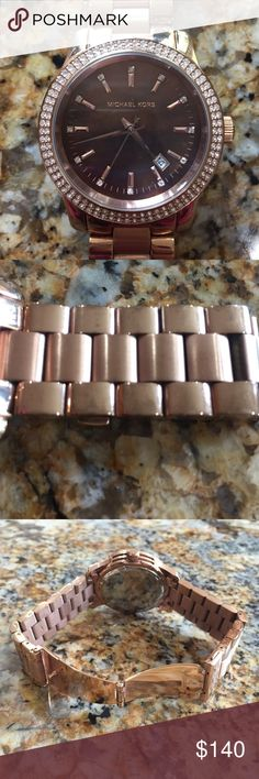 Rare Michael kors rose gold brown dial watch ⚡️SHIPPING &FREETOP-RATED SELLER % REPUTABLE eBay SELLER ✔️FEEDBACKS @ http://ebay.to/29sr08u                                                                              No trades or low ball offers No holds HARD 2 FIND. I'm not really a watch person so only worn this 4-5 times been sitting in my closet collecting dust.  The brown dial is like a brown oyster shell color and the dial has small rhinestones.  No scratch on watch face. No box, link…