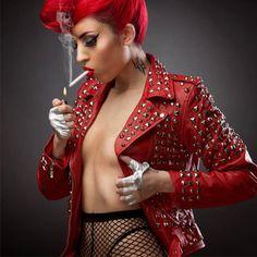 http://www.attitudeholland.nl/haar/kleding/jassen/leren-jassen/studded-leather-jacket-red/