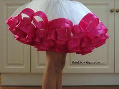 Make a ribbon trimmed tutu - gorgeous tut tutorial (How To Make Dress Fabric Flowers) Diy Tutu, Ribbon Tutu, Diy Ribbon, Grosgrain Ribbon, Ribbon Flower, Ribbon Hair, Roses En Ruban Satin, Satin Ribbon Roses, Satin Fabric