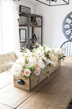 13 of the Best Farmhouse Spring Decor Ideas for Your Home Sometimes it can be hard to find pretty farmhouse decor ideas. Here are 14 of the best farmhouse Spring decor ideas for your home! Cute Dorm Rooms, Cool Rooms, Farmhouse Side Table, Rustic Farmhouse, Farmhouse Ideas, Farmhouse Design, Spring Home Decor, Diy Home Decor, Spring Decorations