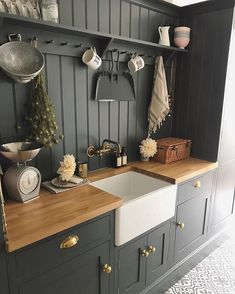 Modern Kitchen Decor : Some extra kitchen space in the pantry - InspiringPeople - Leading Inspiration Magazine, discover best Creative ideas Home Decor Kitchen, Country Kitchen, Kitchen Interior, New Kitchen, Home Kitchens, Awesome Kitchen, Kitchen Sink, Kitchen Ideas, Küchen Design
