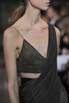 Yiqing Yin Spring 2016 Couture.