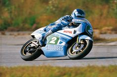 tucked in … Christian Sarron, Gauloises Sonauto-Yamaha TZ250, 1984 FIM 250cc…