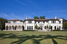 Villa Vecchia: A Historic Property in Miami Beach Miami Houses, Historic Properties, Spanish Style Homes, Waterfront Property, Resort Style, Elegant Homes, Maine House, Miami Beach, Beautiful Homes