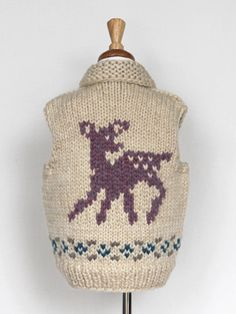 back of kids fawn vest Knitting For Kids, Knitting Projects, Baby Knitting, Crochet Projects, Cowichan Sweater, Yarn Thread, Knit Or Crochet, A Table, Kids Outfits