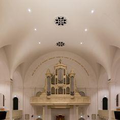 Het Van Dam orgel in de Nicolauskerk is verlicht door een aantal spots. Meer foto's van dit project zien? Kijk op https://www.maashagoort.nl/nicolauskerk-wolphaartsdijk/?column=column3&utm_source=pinterest&utm_campaign=nicolauskerk   #maashagoort #verlichting