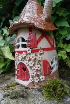 Hobbies paining body for kids and adult – Page 150 – Amazing hobbies kids and adult for you. Hand Built Pottery, Slab Pottery, Ceramic Pottery, Clay Fairy House, Fairy Garden Houses, House Candle Holder, Pottery Teapots, Clay Fairies, Easy Canvas Painting