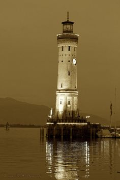 Lighthouse by Hercio Dias Lighthouse Lighting, Lighthouse Pictures, Lighthouse Art, Candle On The Water, Beautiful Places, Beautiful Pictures, Safe Harbor, Beacon Of Light, Water Tower