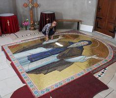 Autor mozaika Vasilisa Janojkić Byzantine Icons, Mosaic, Kids Rugs, Contemporary, Home Decor, Author, Decoration Home, Kid Friendly Rugs, Room Decor