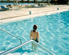 Ginger Shore, Causeway Inn, Tampa, Florida, 17 November 1977. From the Uncommon Places series. © Stephen Shore. Courtesy 303 Gallery, New York