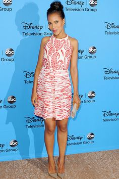 Kerry Washington is looking gorge in her red and white patterned Giambattista Valli dress!
