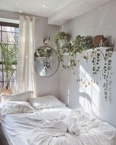 Bohemian Bedroom Decor And Bed Design Ideas Bohemian Bedroom D. Bohemian Bedroom Decor And Bed Design Ideas Bohemian Bedroom Decor And Bed Design Hippy Bedroom, Bohemian Bedroom Decor, Bohemian Room, Bohemian Living, Indie Bedroom, Room Ideias, Room Ideas Bedroom, Bed Room, Bedroom Inspo