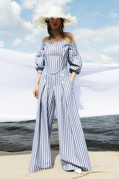 Fashion Line, Fashion 2020, High Fashion, Fashion Looks, Fashion Trends, Women's Fashion, Vogue Russia, Couture Fashion, Designer Collection