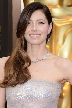 The side-swept hairdo was one of THE hottest trends at this year's Oscars – even Jessica Biel was rocking the look, wearing her ombré locks with a loose wave.