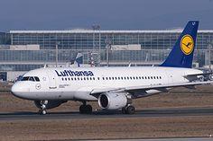 Забастовка пилотов Lufthansa затронула российские направления http://mnogomerie.ru/2016/11/22/zabastovka-pilotov-lufthansa-zatronyla-rossiiskie-napravleniia/  Немецкая авиакомпания Lufthansa отменила более 870 рейсов, запланированных на среду, 23 ноября, из-за забастовки пилотов. Об этом сообщает телеканал CNBC. На эту дату изначально было намечено около трех тысяч рейсов. Подобные изменения в расписании затронут порядка 100 тысяч пассажиров. По данным портала «Яндекс.Расписание», из-за…