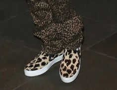 Justin Bieber Shoes Justin Bieber Shoes, All About Justin Bieber, White Boys, World Of Fashion, Men's Shoes, Adidas Sneakers, Vans, Board, Music
