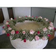 Corona de flores pila bautismal Large Floral Arrangements, Church Flower Arrangements, Church Flowers, Deco Floral, Arte Floral, Floral Design, Pretty Notes, Summer Wreath, Ikebana