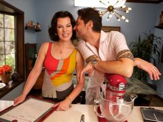 Actress Debi Mazar and her Italian husband, @TheTuscanGun, invite you into their home as they share their tremendous passion for Tuscan food and for each other on #ExtraVirgin. Wednesdays at 9|8c.