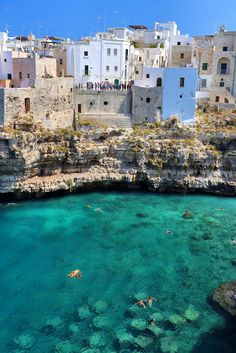 Polignano a Mare in Bari, Puglia. Wouldn't you love to be here right now soaking up the last bit of summer in those blue waters?  We'll be traveling here in 2016, find out how to join us here:  http://www.travelitalianstyle.com/tours/  #travel #TravelTuesday #Italy #Puglia #seaside