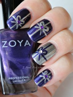 We just love presents and what a beautiful and classy nail design for Christmas time or even a birthday.