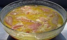Marinádu na ne môžete pokojne použiť aj na grilované pochúťky alebo na prípravu pečeného alebo duseného mäsa.Recept mám od tety Evky z Liptova. Ingrediencie: 1 kg bravčového mäsa nakrájaného na plátky 4-5 cesnakových strúčikov (alebo cesnakovú pastu – ak ju máte, mäso nie je potreba ani soliť) 1 menšiu cibuľu nakrájanú nadrobno 2 lyžice sladkej papriky mlieko Hladká múka –