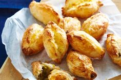 pastizzi Keep these cheesy pastries from Malta in the freezer for easy entertaining.Keep these cheesy pastries from Malta in the freezer for easy entertaining. Savory Pastry, Savoury Pies, Cheese Pastry, Cheese Puffs, Vegetarian Recipes, Cooking Recipes, Pastry Recipes, Frozen Puff Pastry, Tacos