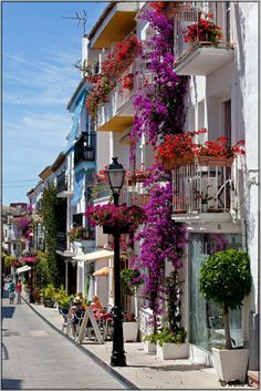 Visiting the charming Marbella Old Town. Cool Places To Visit, Great Places, Places To Travel, Beautiful Places, Marbella Old Town, Marbella Spain, Princess Bedrooms, India House, Nerja