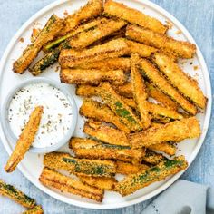Air Fryer Zucchini Fries are healthy, delicious and soooo quick and easy to make! Crispy and golden, these Parmesan zucchini fries are totally crave worthy. Parmesan Zucchini Fries, Zucchini Chips, Zucchini Sticks, Smoked Chicken Breast Recipe, Air Fryer Cooking Times, Instant Pot Pork Chops, Air Frier Recipes, Air Fryer Healthy, Cooker Recipes
