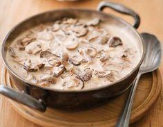 Misku sušených hub namočíme do vody a necháme namočené alespoň 30 minut. Poté vyjmeme a nakrájíme na kousky. Na másle osmahneme cibuli , přisypeme mouku a umícháme jíšku. Rozředíme trochou vody a pak zalijeme horkou vodou. Osolíme, opepříme, přidáme kmín, namočené houby a přivedeme k varu. Vaříme asi 20 minut. V mléce rozmícháme ještě trochu hladké mouky a zavaříme do omáčky. Nakonec dochutíme octem a cukrem. Na litr vody dávám přibližně jeden hrnek mléka. Omáčka je dobrá k těstovinám nebo… Slovak Recipes, Czech Recipes, Hungarian Recipes, Ethnic Recipes, Top Recipes, Cooking Recipes, Healthy Recipes, Food 52, Bon Appetit