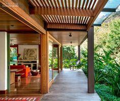 Une maison en bois entre rivière et montagne au Brésil   PLANETE DECO a homes world