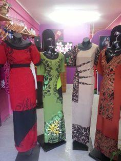 Puletasi Samoan Designs, Polynesian Designs, Polynesian Tribal, Island Wear, Island Outfit, New Dress Pattern, Dress Patterns, Samoan Dress, Tropical Wedding Dresses