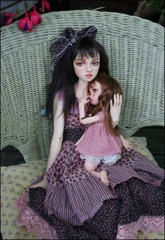 I love everything Dale Zentner does. I'm looking at how she combines fabric and trim. Big Eyes Artist, Enchanted Doll, Ulzzang Korean Girl, Poppy Parker, Doll Repaint, Monster High Dolls, Ooak Dolls, Cute Dolls, Ball Jointed Dolls