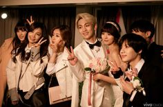 Shinee key & Arisa- with shinee taemin, jonghyun, a-pink,Exo,and others WGM