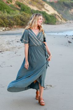 Cora Maxi in Kale – June & April 29 Weeks Pregnant, Nursing Clothes, Maternity Wear, Capsule Wardrobe, Wardrobe Ideas, What To Wear, Short Sleeve Dresses, Casual, Model