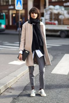 Street Style Paris Fashion Week Fall 2014 - Paris Fashion Week Fall Street Style - Harper's BAZAAR