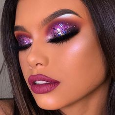 Uploaded by Anna Clara. Find images and videos about fashion, style and makeup on We Heart It - the app to get lost in what you love. Purple Makeup Looks, Glam Makeup Look, Makeup Eye Looks, Smokey Eye Makeup, Cute Makeup, Gorgeous Makeup, Makeup Eyeshadow, Creative Eye Makeup, Colorful Eye Makeup