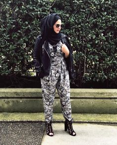 I had to wear tonight outfit 6 hours earlier to be able to take a pic in the day light .. happy friday .. #hijabchic #hijabstyle #chichijab #hijab #hijabfashion #fashion #style #leatherjacket #jacket #jumpsuit #blackheels #friday #beauty #instahijab #حجاب #موضة #ازياء #أزياء #streetstyle #ستايل http://ar.butimag.com/موضة/post/1467665251319665410_4580750909/?code=BReMcUiF9MC