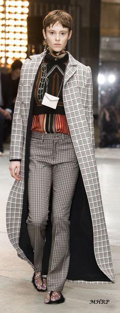 Giambattista Valli Fall 2018_pinned from vogue.com/fashion-show